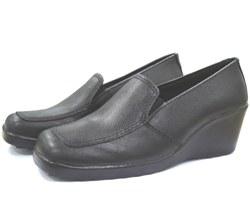 Sapato em couro com elástico estilo anabela